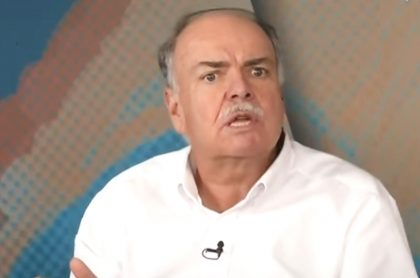 Iván Mejía critica a Gobierno y dirigentes por querer hacer la Copa América. Imagen del periodista deportivo.