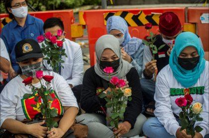 Familias esperaban encontrar con vida a los tripulantes del submarino que naufragó en Indonesia