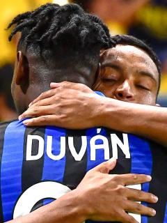 Goles de Duván Zapata y Luis Muriel en 5-0 del Atalanta sobre Bologna en Italia. Imagen de los 2 colombianos.