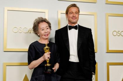 La surcoreana Youn Yuh-Jung se llevó el Óscar como mejor actriz secundaria y al recibir el premio le coqueteó a Brad Pitt