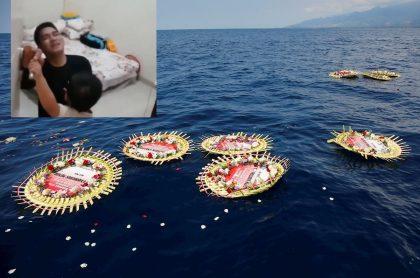 Coronas de flores con los nombres de la tripulación a bordo del submarino de la Armada indonesia y captura de pantalla de video de bebé que ruega a su papá no ir a submarino