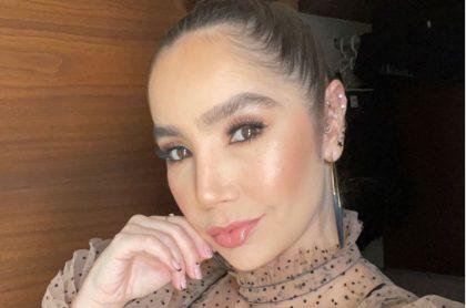 Paola Jara, la cantante popular colombiana que defiende sus cejas de las críticas.