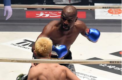 Floyd Mayweather, excampeón mundial de boxeo que volverá a un ring para pelear con el 'youtuber' Logan Paul.
