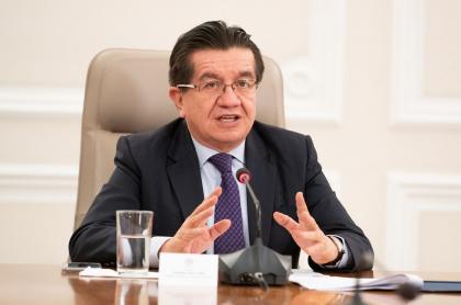 El ministro de Salud, Fernando Ruiz, atribuyó la demora en el envío de segundas dosis de Sinovac al paro nacional.