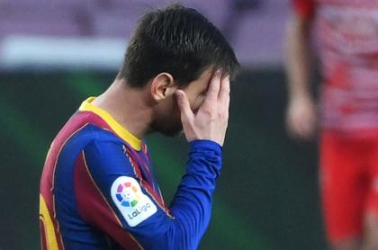 Barcelona cae de local ante el Granada y deja ir el liderato en Liga de España. Imagen de Lionel Messi, capitán del 'Barça'.