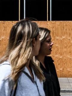 Imagen de dos mujeres ilustra artículo Desempleo en Colombia en marzo de este año fue del 14,2%