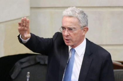 Álvaro Uribe, cuando estaba en el Congreso, expuso a jóvenes que lanzan amenazas en Cali en medio del paro nacional