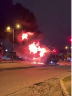 Bus del SITP incendiado en Bogotá durante el paro nacional
