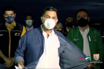 Durante transmisión en vivo, alcalde de Cali, Jorge Iván Ospina, se quitó la ropa.
