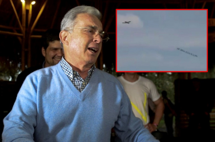 Álvaro Uribe y la avioneta en Miami que voló con mensaje contra él