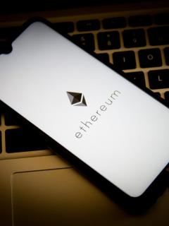 Foto de Ethereum ilustra nota sobre qué es, quién la creó, cómo funciona y diferencias con bitcóin