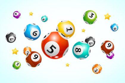 Balotas con estrellas ilustran nota sobre qué lotería jugó anoche y resultados de las loterías de la Cruz Roja y del Hula de mayo 4.
