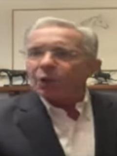 Álvaro Uribe habló con CNN, pero se rehusó a contestar algunas preguntas.