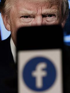 Donald Trump, detrás de logo de Facebook