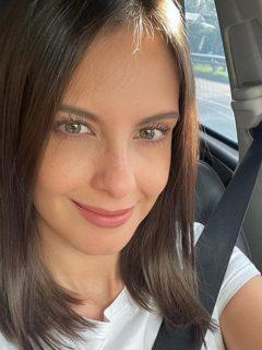 Selfi de Laura Acuña a propósito de que contó el peor oso que hizo en televisión y otro en un centro comercial.