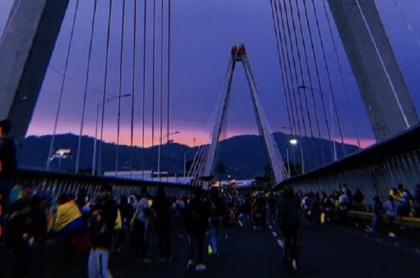 Así estaría la manifestación pacífica al caer la tarde de este miércoles, en Pereira.