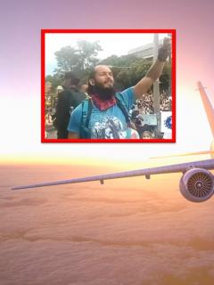 Familia de Lucas Villa busca un vuelo para viajar de Neiva a Pereira.
