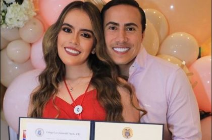 Blanca Sofía Aguilar y su hermano, el senador Richard Aguilar, joven que a sus 18 años ya fue vacunada contra el COVID-19