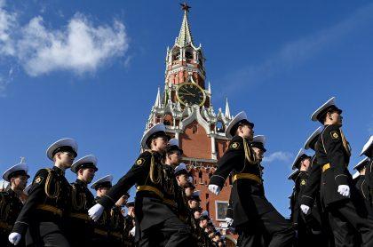 Foto de ensayo de desfile en Rusia; más de 12.000 soldados para celebración del Día de la Victoria