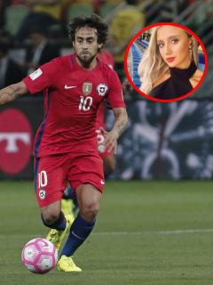 Jorge Valdivia, jugador chileno cuya esposa se puso celosa de un trino de Morena Beltrán, y la periodista