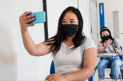 Imagen de foto en colegio que ilustra nota; Estados Unidos: mujer secolóen colegio para grabar videos de Instagram