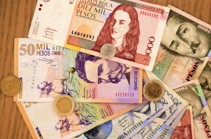 Foto de dinero ilustra nota sobre ranking de los bancos