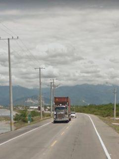 Imagen de la vía que ilustra nota; en Tasajera, Magdalena: saquean camión de alimentos en la vía