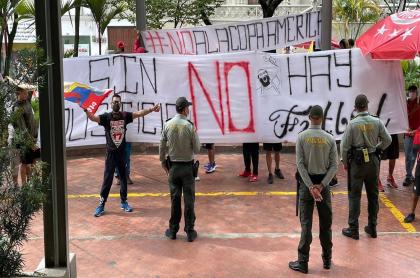 Protestas en hotel de Nacional de Uruguay en Pereira