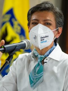 """Claudia López, alcaldesa de Bogotá, que le reprochó a la Defensoría del Pueblo cifras """"falsas"""" sobre desaparecidos"""