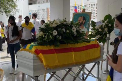 Homenaje y grado póstumo a Lucas Villa en Universidad Tecnológica de Pereira.