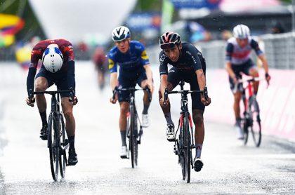 El Giro de Italia 2021 confirmó que los resultados de las pruebas arrojaron cero positivos para COVID-19. Egan Bernal sigue líder de la carrera.