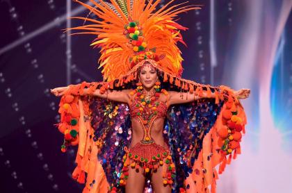 Laura Olascuaga, Señorita Colombia, en el desfile de traje típico de Miss Universo 2021.