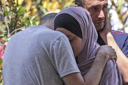 Bombardeo israelí deja 17 palestinos muertos en Gaza; atacan a líder de Hamás.
