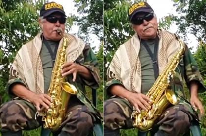 'Jesús Santrich' fanfarroneaba en TV venezolana con su saxofón. Fotomontaje: Pulzo.
