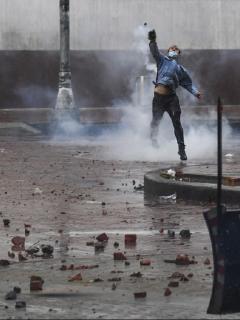 Imagen de protestas que ilustra notas; Paro nacional: destrozos, ganancia para reciclador que limpia calles