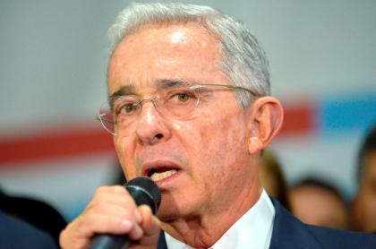 Respuesta de Álvaro Uribe a Miguel Ceballos, alto comisionado de paz. Imagen del expresidente de Colombia.