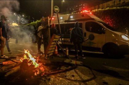 Imagen de una ambulancia vandalizada, en Medellín, ataques por los que investigarán a concejal de Bogotá
