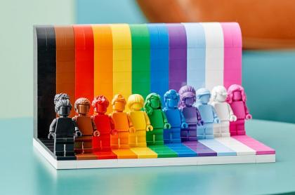 Lego se une al mundo para conmemorar el mes del orgullo LGBTIQ+ con un nuevo producto inclusivo.