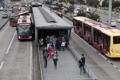 Estación de Transmilenio ilustra nota sobre paraderos cerrados por desmanes en Bogotá