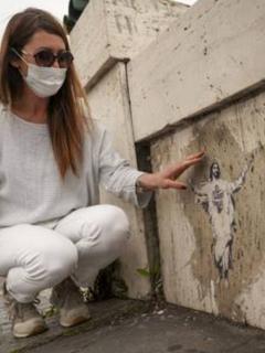 Vaticano: artista callejera demanda a Santa Sede por derecho de autor