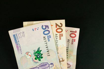 Foto de billetes ilustra nota sobre cuánto ganan los ministros en Colombia