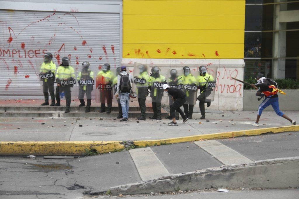 Éxito vandalizado en Bogotá / Pulzo- Julián Castañeda.