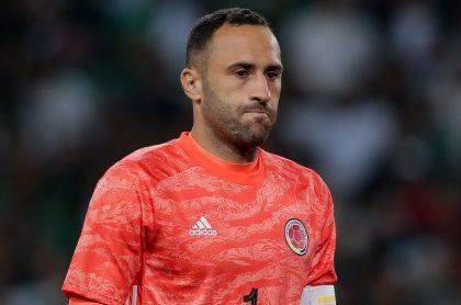 David Ospina preocupado en partido con la Selección Colombia en 2019, ilustra nota sobre 'momento difícil' que vivió en 2021 por COVID-19 de su hijo Maxi.