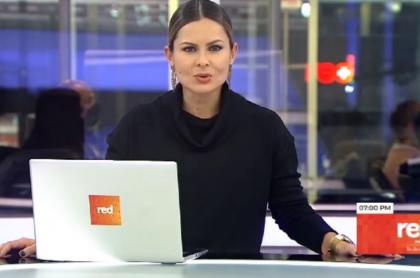 La presentadora Gina Acuña, quien estaría de novia con el actor Roberto Cano