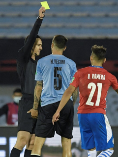 Video de la patada de Vecino durante el partido de Uruguay vs. Paraguay en las Eliminatorias Sudamericanas hoy.