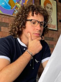 Luisito Comunica, quien se mostró indignado por un costoso plan de datos que le cobraron en el aeropuerto El Dorada