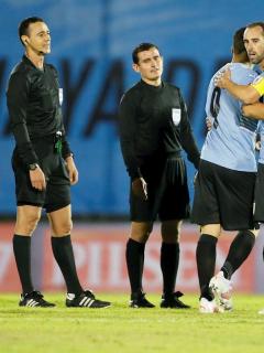 Conmebol castiga a árbitros colombianos que perjudicaron a Uruguay
