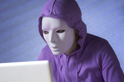 Imagen ilustrativa de un hacker, a prop