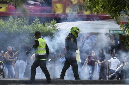 Imagen de las protestas en Cali del viernes, en donde dos personas murieron y 7 resultaron heridas, entre ellas cuatro policías