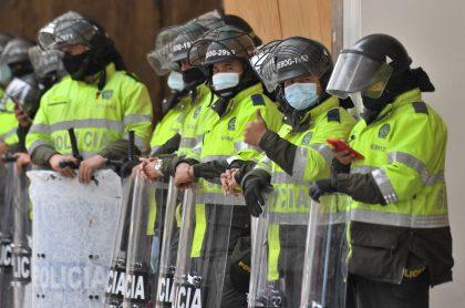 Fotos de policías en medio del paro nacional en Colombia, institución que tendrá cambios según dijo el presidente Iván Duque
